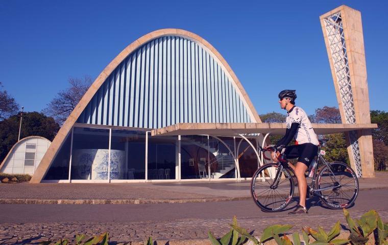 Explorar a Pampulha de bike é um excelente passeio e atividade física